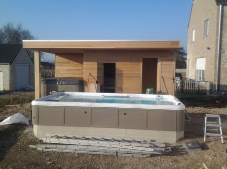Poolhouse met sauna, whirlpool en zwemspa