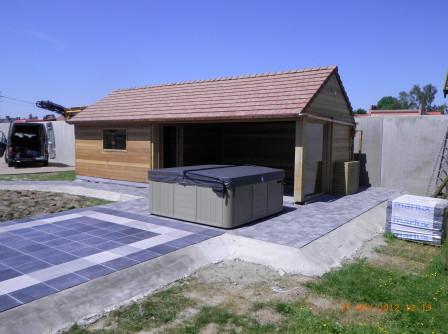 Optrekken poolhouse, terras en plaatsen whirlpool