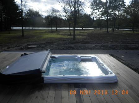 Aanleggen terras en inbouwen van whirlpool